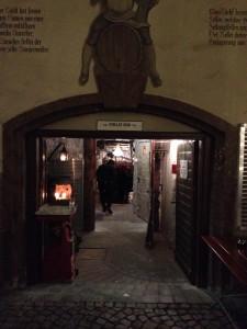 Die Türen zur größten Gin Galerie der Welt im Stollen 1930