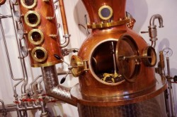 The Duke Munich Dry Gin und der Kupfer Still der deutschen Firma CARL
